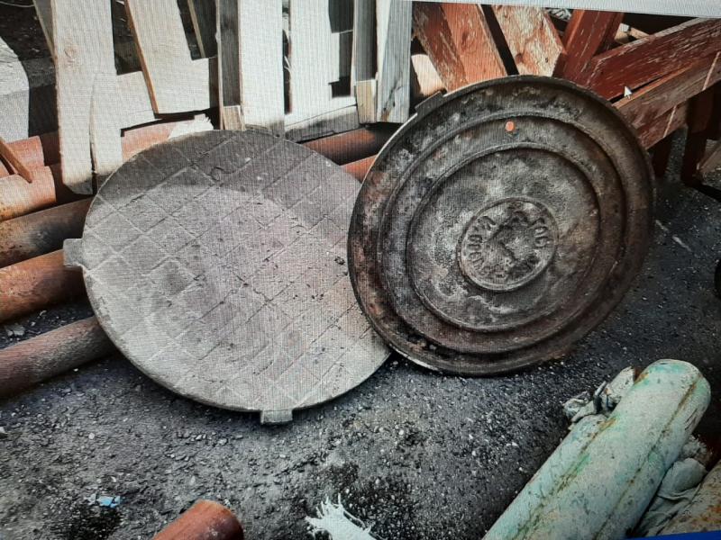 Жители Тверской области украли канализационный люк
