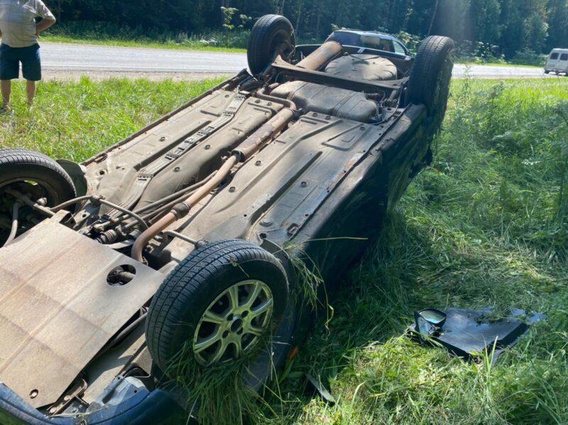 На трассе под Тверью столкнулись три автомобиля