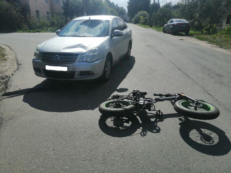 Иномарка сбила велосипедиста в Тверской области