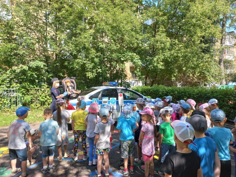 Тверские автоинспекторы провели занятие для ребят из детского сада