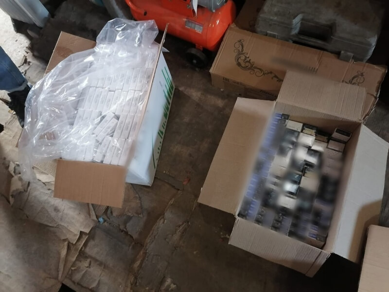 Житель Удомли незаконно хранил и продавал табачную продукцию