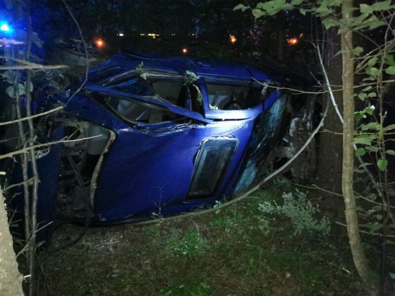 В Тверской области водитель легковушки из-за музыки попал в аварию