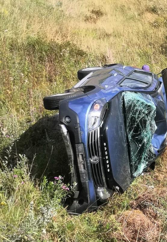 Автомобиль вылетел с дороги в Тверской области, пострадали двое