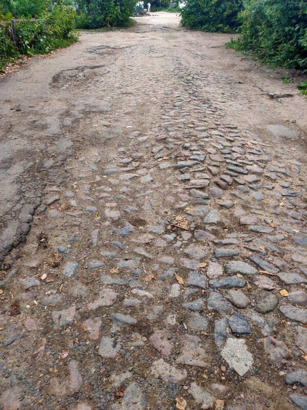 Еще одну старинную мостовую обнаружили под асфальтом в Твери