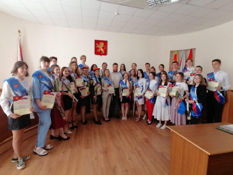 Глава Ржева поздравил золотых медалистов с окончанием школы