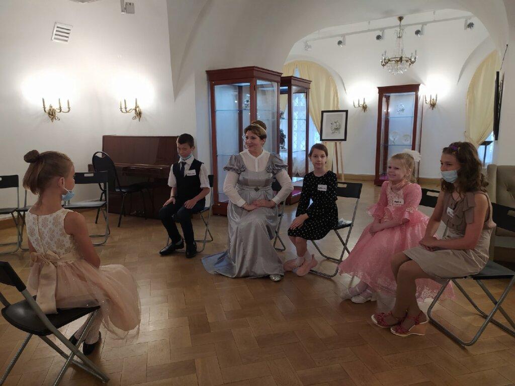Юных жителей Твери приглашают на уроки дворцового этикета