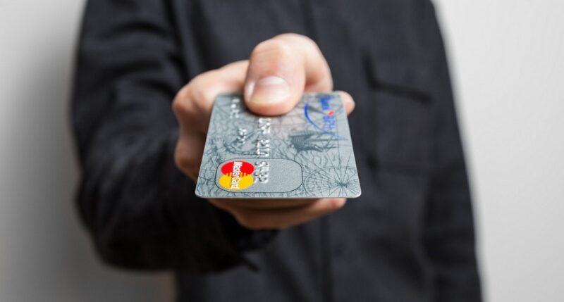 В Тверской области молодой человек потерял банковскую карту и лишился накоплений