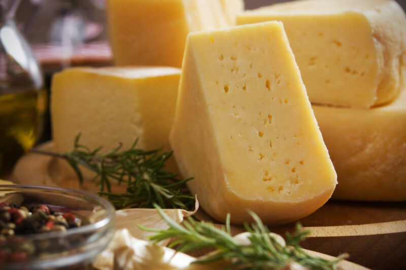 В интернате Тверской области его жителей кормили фальсифицированным сыром