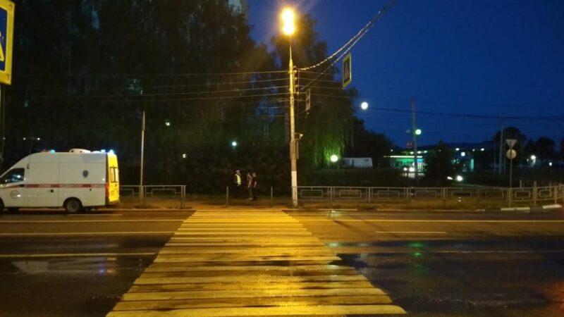 В Твери на пешеходном переходе водитель сбил женщину и уехал