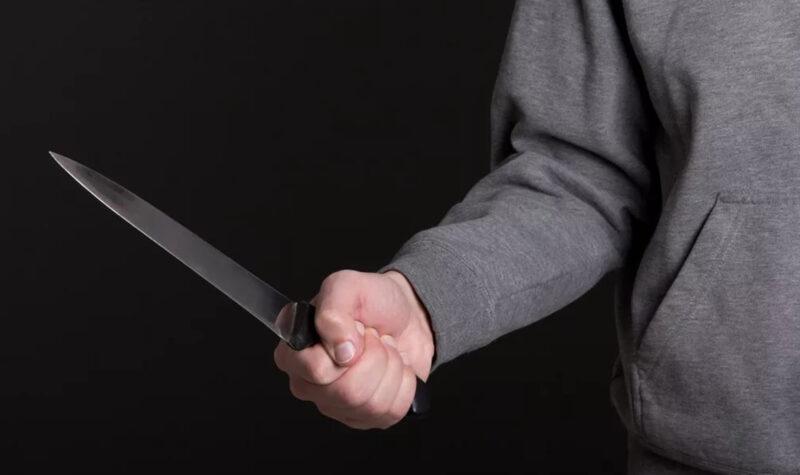 В Тверской области мужчина ударил ножом приятеля