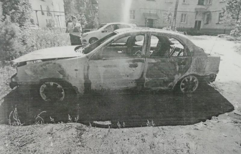 В Тверской области из-за неприязни молодой человек пожег автомобиль соседа