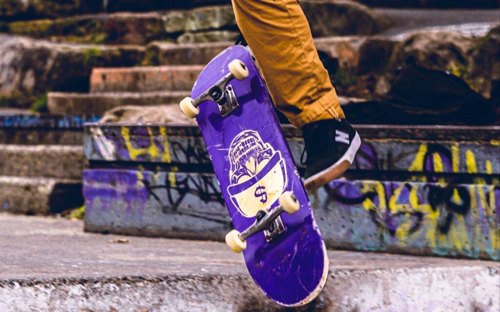 В Нелидово устанавливают новый скейт-парк