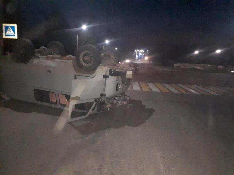 В Тверской области УАЗ опрокинулся после столкновения с иномаркой
