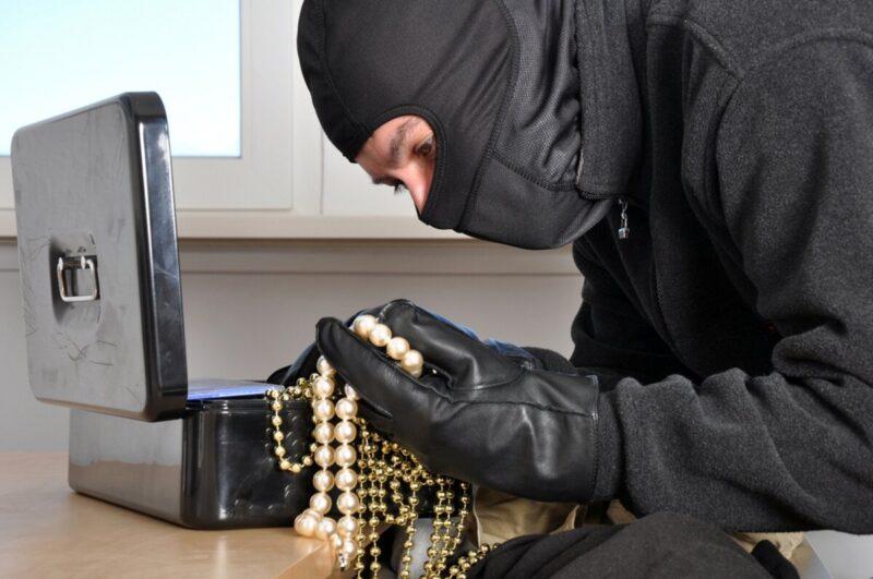 В ТВерской области бывший муж украл у женщины золотые украшения и уехал в другую республику