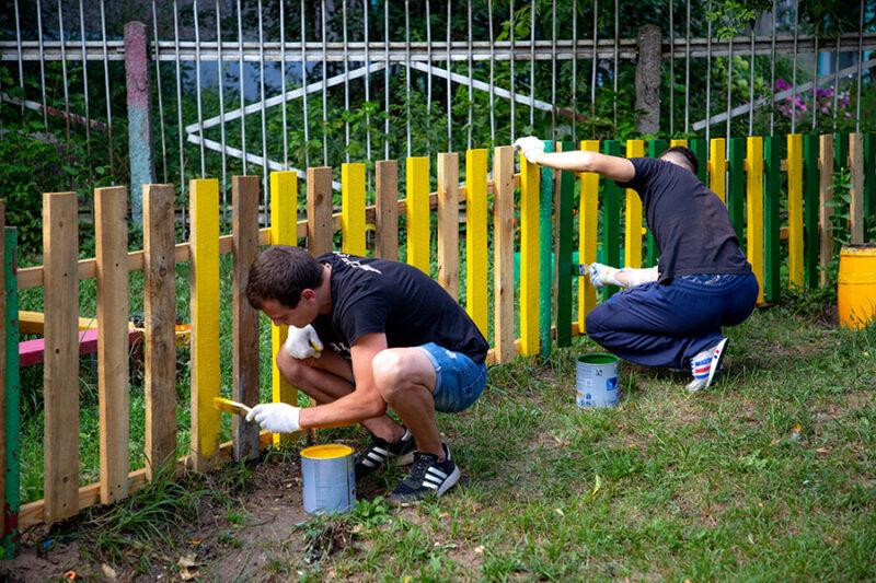 Юлия Саранова привлекла волонтеров к приведению в порядок детской инфраструктуры