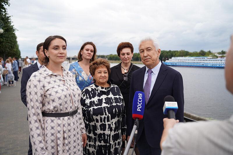 Культурные встречи будут проводить на набережной у памятника Андрею Дементьеву