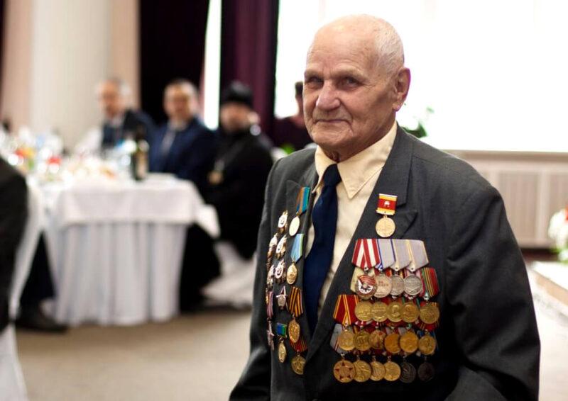 Губернатор отметил заслуги ветеранов-десантников Ашота Смбатовича Оганесова и Сергея Николаевича Серова