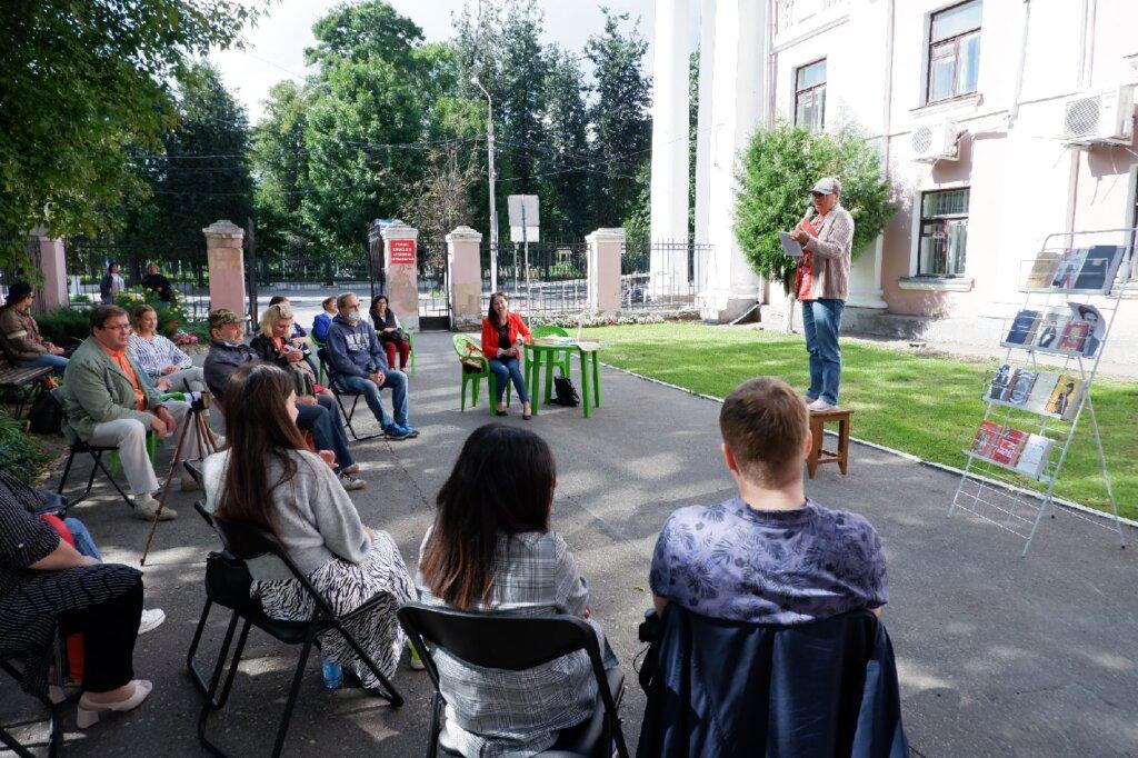 В тверской Горьковке поэты читали стихи на табуретке