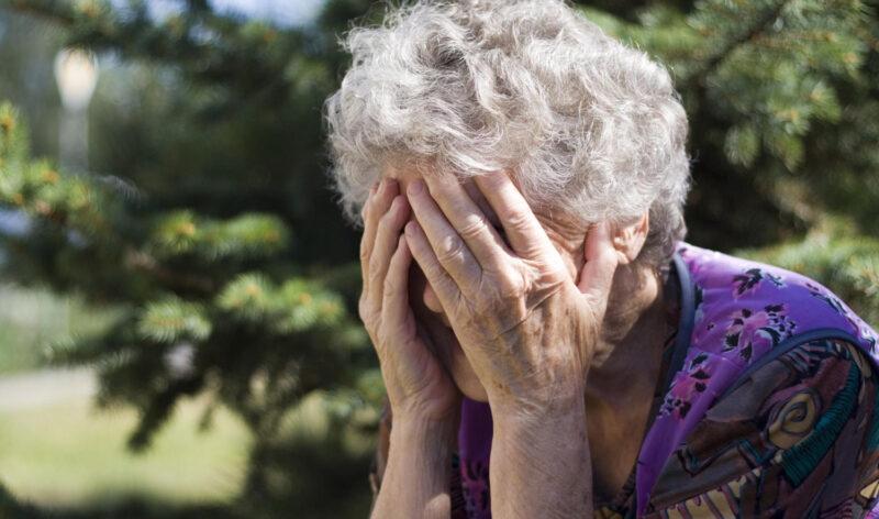 В Тверской области двое неизвестных ограбили пенсионерку
