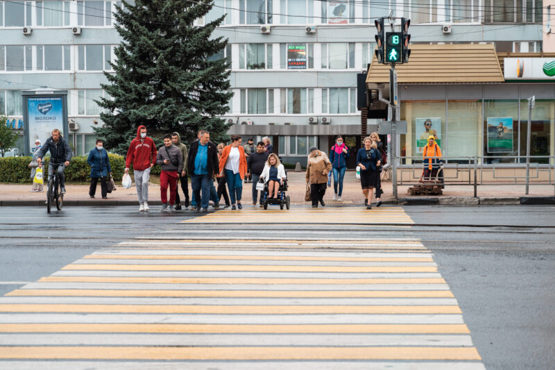 Площадь равных возможностей: Юлия Саранова проверила ход ремонтных работ на тротуарах площади Капошвара