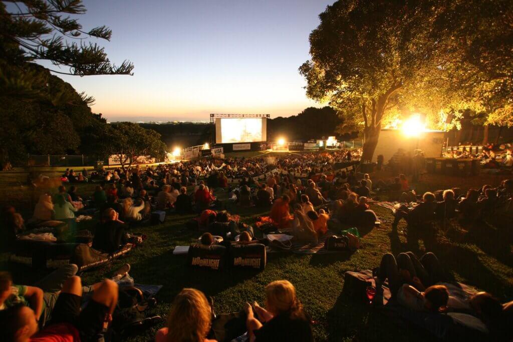 В Твери завершается фестиваль уличного кино