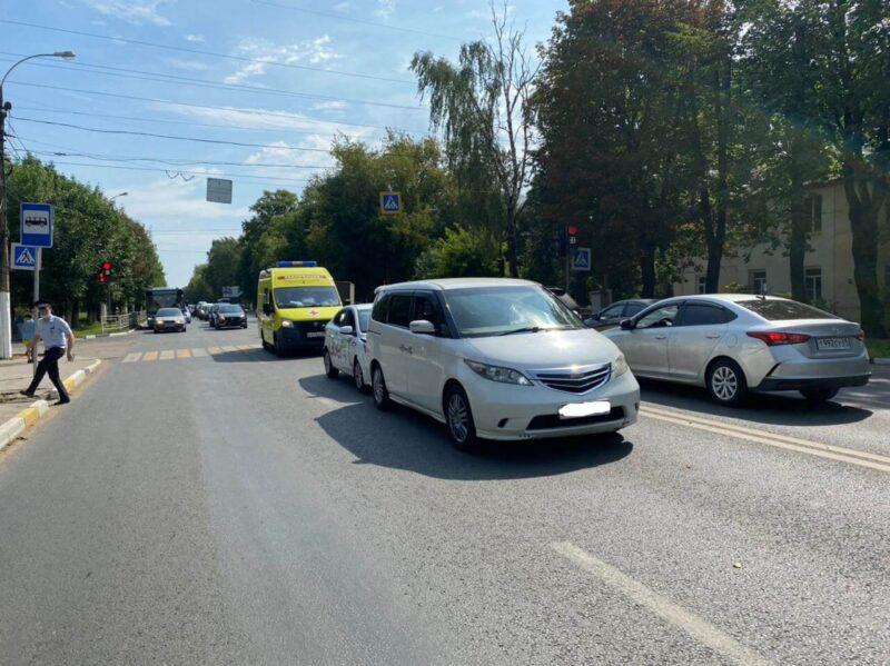 В Тверской области такси столкнулось с другой легковушкой