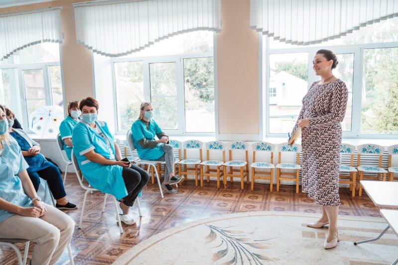 Не просьба, а крик души: Юлию Саранову попросили осветить дорогу к детскому саду