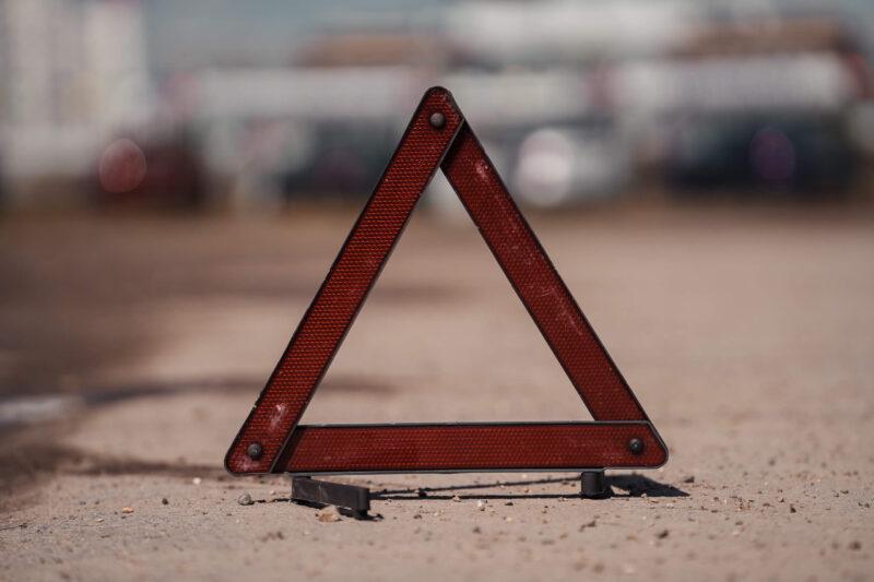 В Тверской области в опрокинувшейся машине пострадали водитель и пассажир