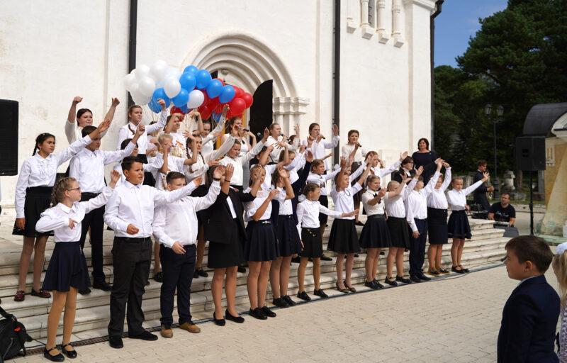 Игорь Руденя в Тверской области напутствовал будущих первоклассников