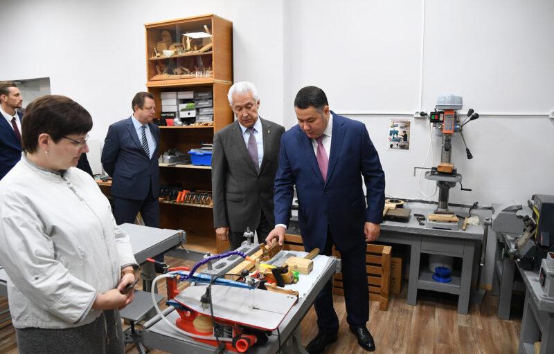 Игорь Руденя отметил краеведческий проект в Мирновской школе Торжокского района