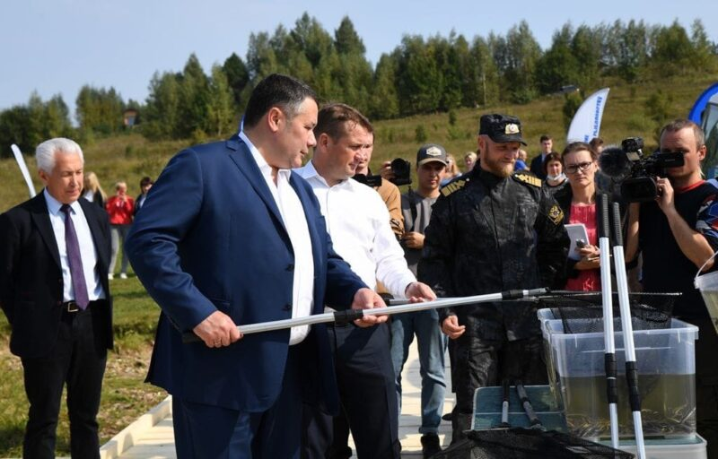 Игорь Руденя в Зубцовском районе принял участие в зарыблении реки Волги