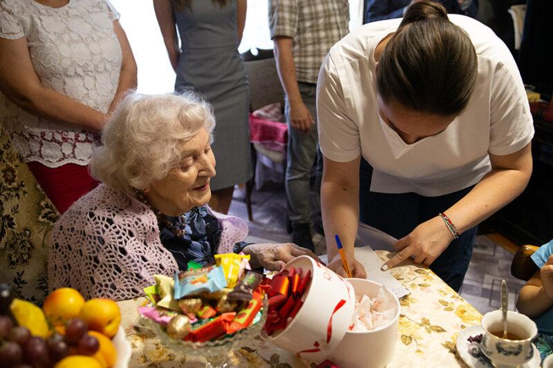 Спасибо, что вдохновляете: ветеран Великой Отечественной войны Зоя Андреева отметила столетний юбилей