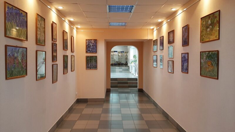 В Тверской библиотеке имени Герцена открылась новая выставка «От весны до весны...»