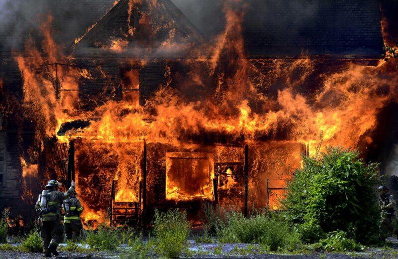Сотрудники МЧС напомнили жителям Верхневолжья правила поведения при пожаре