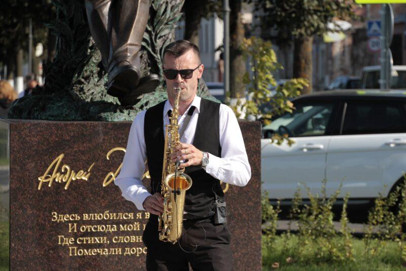 «Волжский променад» собрал у памятника Андрею Дементьеву творческих и деятельных представителей Тверской области