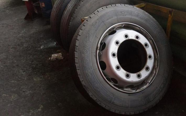 В Тверской области местный житель лишился сразу четырех колес
