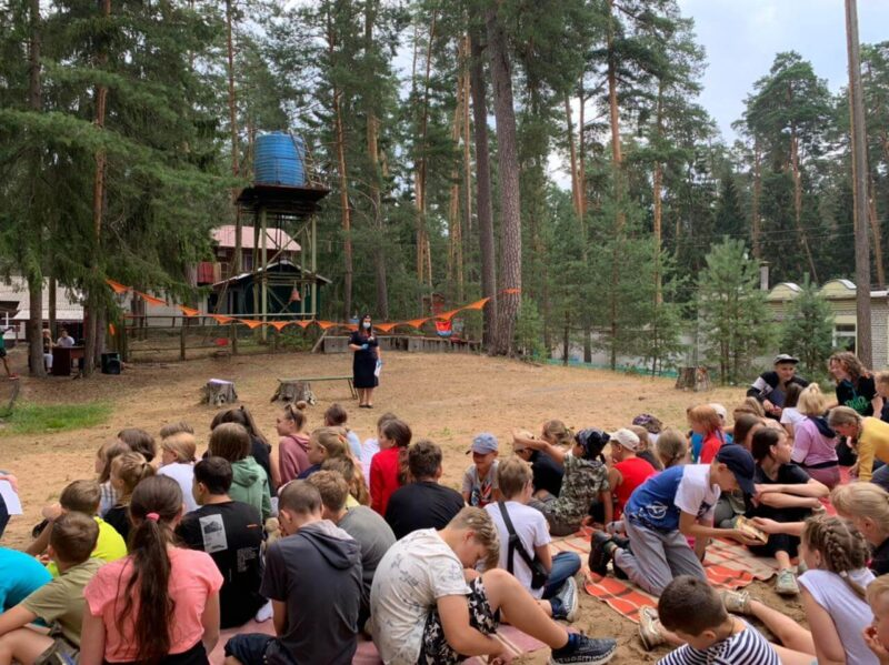 В Тверской области сотрудники Госавтоинспекции продолжают беседы с воспитанниками лагерей