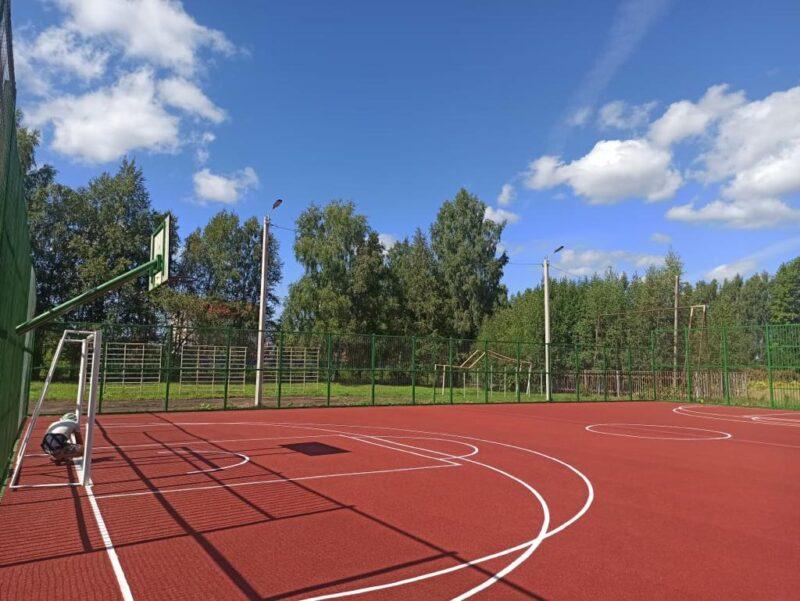 В Эммаусской средней школе Тверской области отремонтировали спортплощадку
