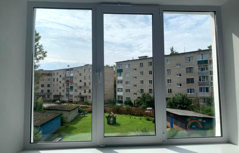 После обращения родителей в детском саду №6 в Нелидово заменили окна