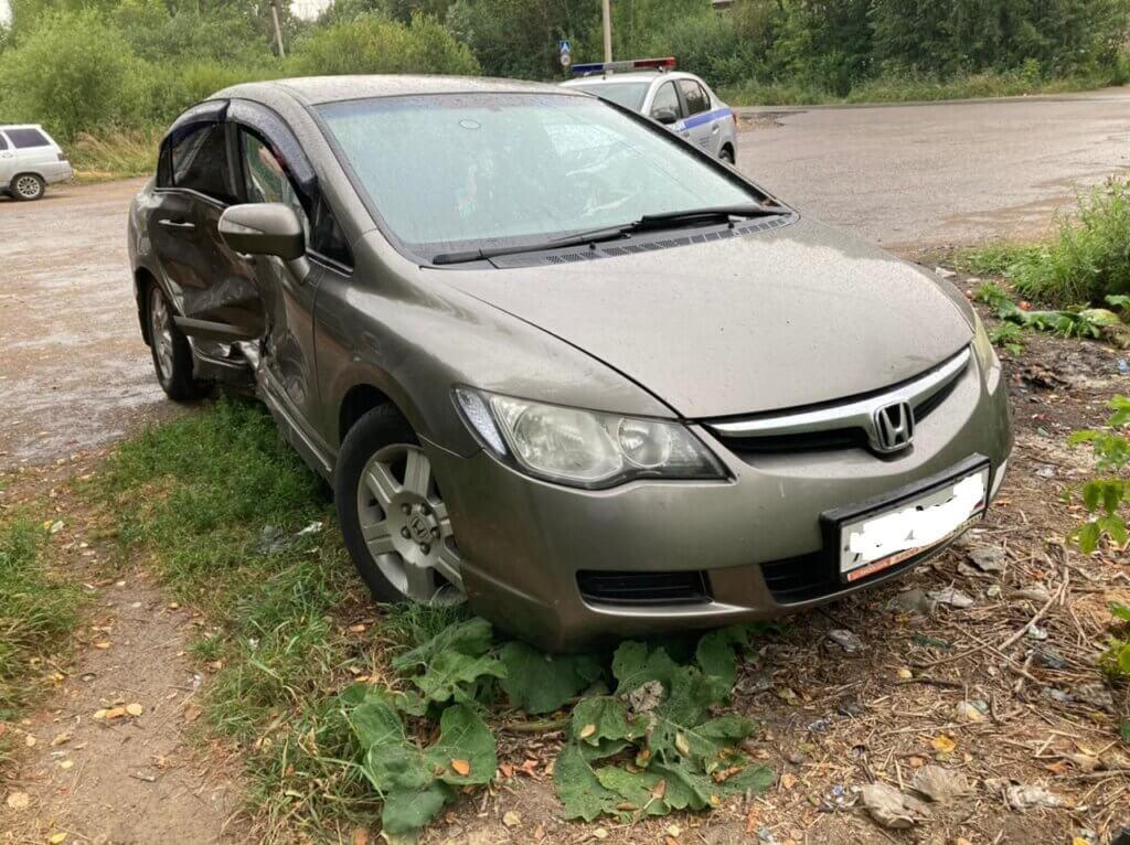 Два японских автомобиля столкнулись в Кимрском районе