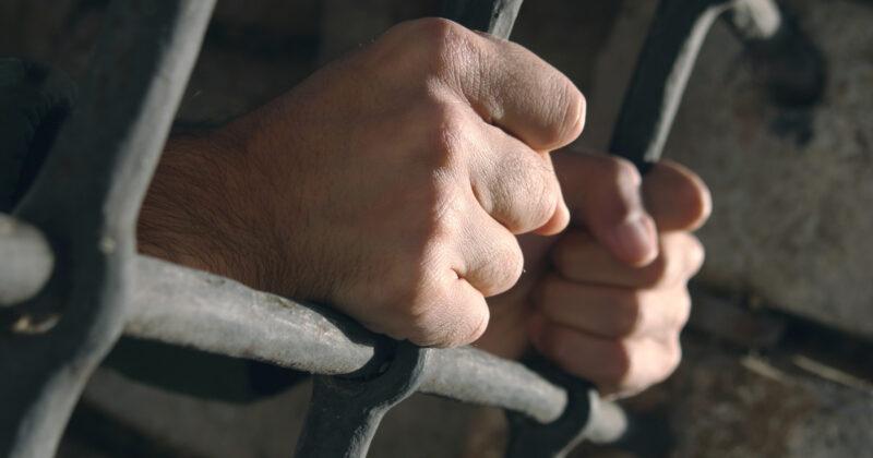 В Тверской области мужчина оказался в суде за кражу телефона и пачки сигарет