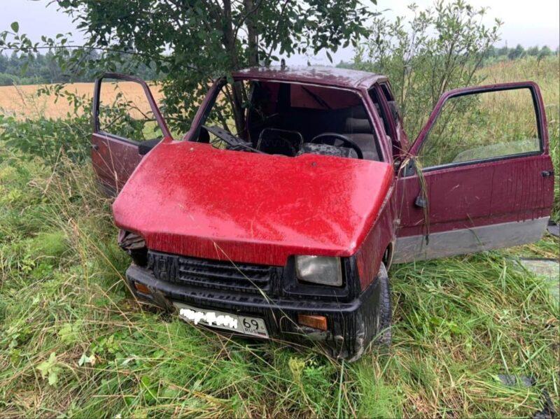 В Тверской области отечественная машина оказалась в кювете