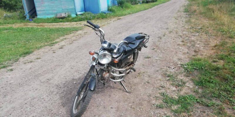 В Тверской области подросток на мопеде сбил 14-летнюю девочку