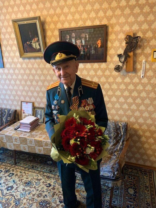 Игорь Руденя поблагодарил за вклад в Победу участника Великой Отечественной войны Ивана Евгеньевича Кладкевича, отмечающего свой день рождения
