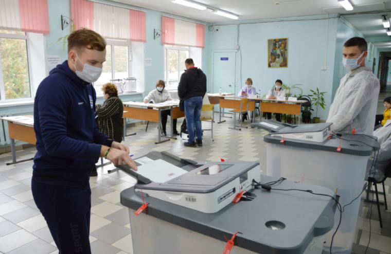 Футболист Артём Новиков принял участие в выборах в Твери