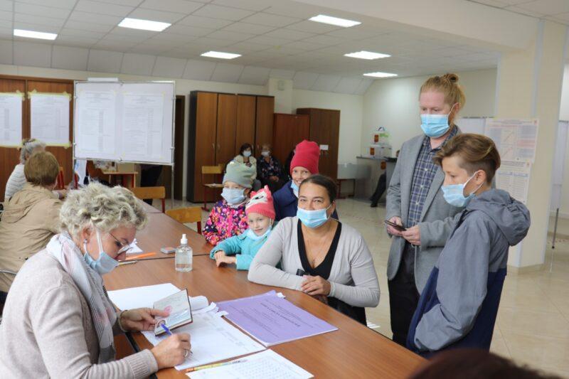 Многодетные семьи, врачи, общественники голосуют на выборах