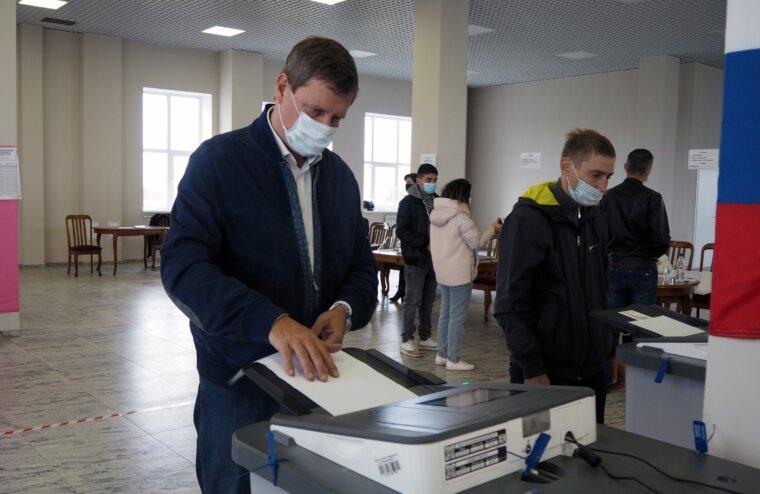 Сенатор Российской Федерации Андрей Епишин отдал свой голос