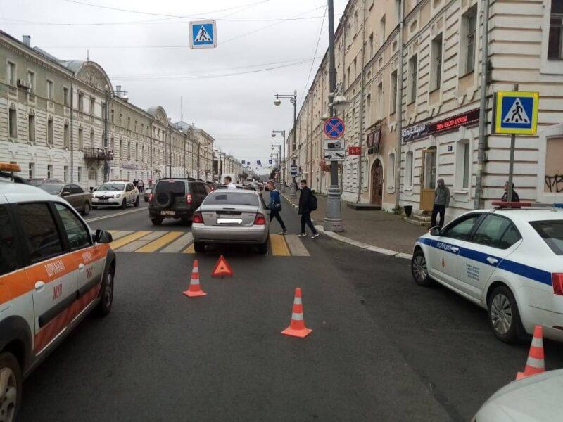 В Твери на улице Советской иномарка сбила 14-летнюю девочку