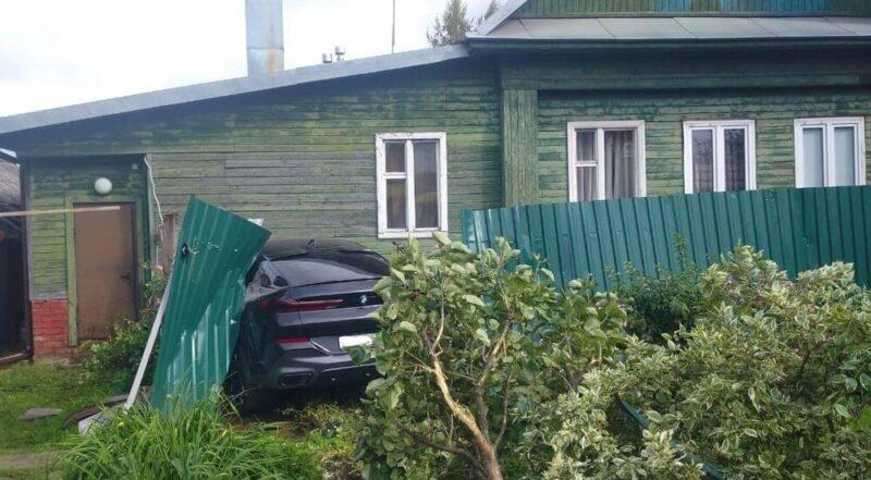 В Твери водитель BMW из-за плохого самочувствия попал в ДТП