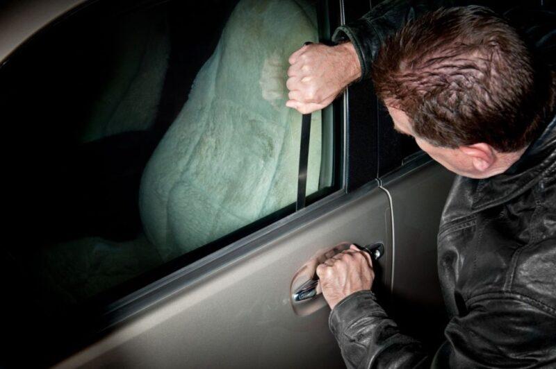 Пьяный житель Тверской области угнал автомобиль и оказался в кювете